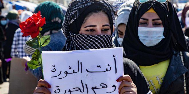 """عراقيات يثرن ضد مقتدى الصدر: """"لسنا عورة هما العورة"""""""